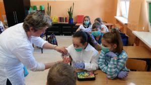 Bakterie na lekcji Przyrody w klasie 4e
