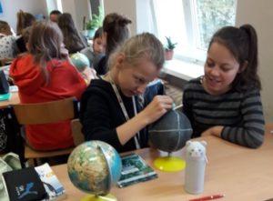CZARNE GLOBUSY ??? – lekcja przyrody w klasie nie musi być nudna : )