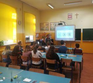 Uczniowie klasy VIII  D  na warsztatach w III LO